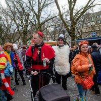 Подготовка к карнавалу в Дюссельдорфе :: Witalij Loewin