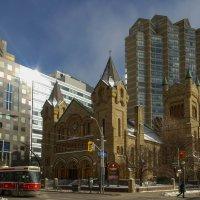 Андреевская церковь в центре Торонто :: Юрий Поляков