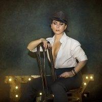 Дама в шляпе :: Виктор Седов