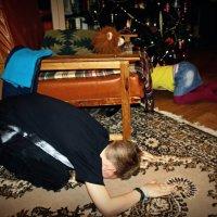 Достать КОТА  из-под кресла..... !!!...  Попробуйте сами...! :: Валерия  Полещикова