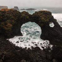 Arnarstapi, побережье с аркой. :: Юрий