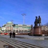 Памятник Василию Татищеву и Вильгельму де Генину. :: Пётр Сесекин