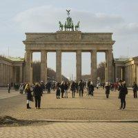 У Бранденбургских ворот :: Александр