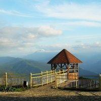 Адыгейские горы со смотровой площадки в солнечный день :: татьяна