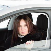 Девушка в машине :: Евгений Дольников