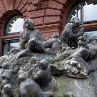 "Бремен (серия). Фрагмент фонтана ""Наша планета"" :: Nina Yudicheva"