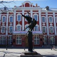 Памятник Универсанту :: Елена Павлова (Смолова)