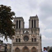 Собор, сами знаете какой... в Париже :: Валерий Подорожный