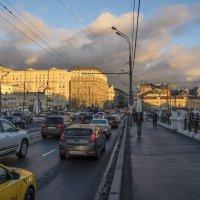 Предзакатное солнце. Москва, площадь Белорусского вокзала. :: Игорь Герман