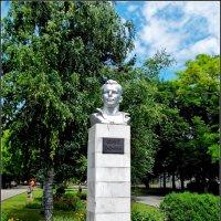 Азов. Памятник Юрию Гагарину :: Нина Бутко