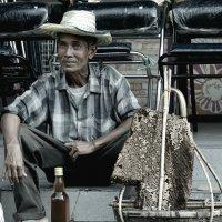 Тайланд. Продовец мёда. :: Юрий Кийко