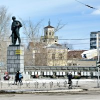 Памятник Кунавину и ДК ЖД, для меня центр нашего города :: Михаил Полыгалов