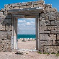 ...А всё же интересно, куда ведут эти ворота? Из настоящего в прошлое  или из прошлого в настоящее? :: Игорь Сорокин