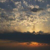 Небо на закате солнца :: valeriy khlopunov