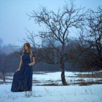 В яблоневом саду :: Женя Рыжов