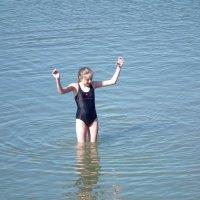 Апрельская купальщица :: Natalia Harries