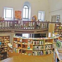 Библиотека-магазин в церкви Св. Иакова :: ИРЭН@ .