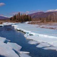 Среди льдов течёт река :: Анатолий Иргл