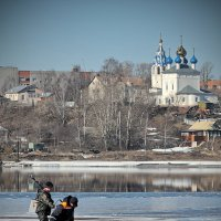 """""""Не провалиться бы..."""", на хрупком апрельском льду :: Николай Белавин"""