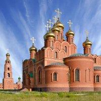 Колокольня,  собор  и  перистые  облака :: Геннадий С.