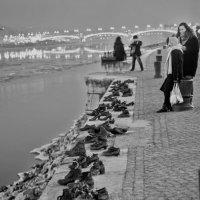 Туфли на набережной :: Александр