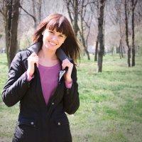 Девушка в весеннем парке :: Ольга Соколова