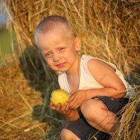 Игра в  прядки с мамой в деревне :: Светлана Кузина
