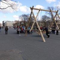 Качели в центре Риги. :: imants_leopolds žīgurs