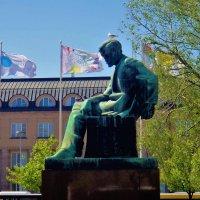 Памятник финскому писателю Алексису Киви... :: Sergey Gordoff