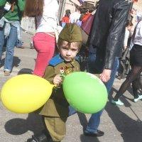 Солдат молоденький, в гимнастерке новенькой... :: Жанна Литуева