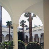Патио ливадийского дворца :: Лидия кутузова