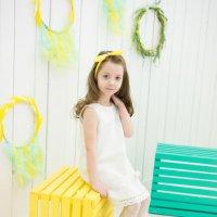 Девочка в белом платье :: Ирина Вайнбранд