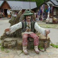 Скульптура   гуцула  в   Яремче :: Андрей  Васильевич Коляскин