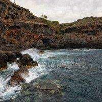Скалистый берег океана :: Valeriy(Валерий) Сергиенко