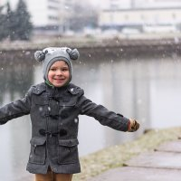 Снег на набережной :: юрий