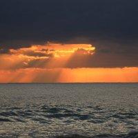 Окно на закате :: valeriy khlopunov