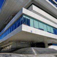Фрагмент здания архитектора Захи Хадид :: Анатолий Колосов