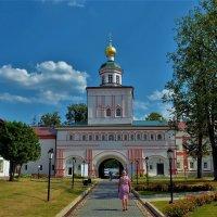 Дорога к Надвратной церкви... :: Sergey Gordoff