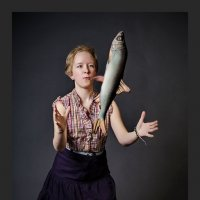 Девочка и рыба. :: Владимир В