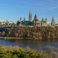 Вид парламентского комплекса со стороны реки (Оттава, Канада) :: Юрий Поляков