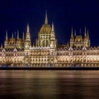 Ночной Будапешт. Здание Парламента. :: Сергей Николаевич Бушмарин