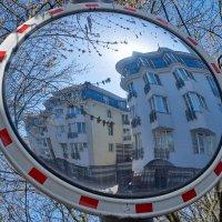 Весеннее городское зазеркалье :: Минихан Сафин