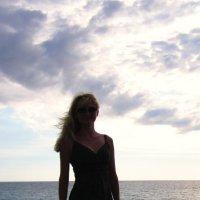Девушка на закате дня :: Yuliya Nesterenko