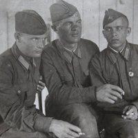Фронтовое  фото.  Крайний слева - мой папа - Макришин Андрей Афанасьевич. :: Валерия  Полещикова