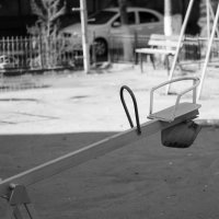 Пустая качеля в будний день :: Тимофей Шелягин