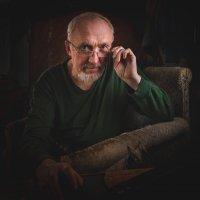 Портрет в старом кресле. :: Сергей Щелкунов
