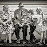 - Расскажи нам, дедушка, про свои медали..! :: Сергей В. Комаров
