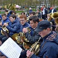 В трубы дуют трубачи... :: Vladimir Semenchukov