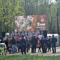 Праздник в Наташинском парке в ДЕНЬ ПОБЕДЫ 9 МАЯ! :: Ольга Кривых
