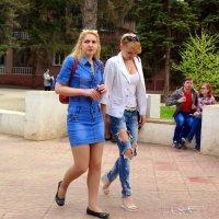 Интересно, почему рваные джинсы это модно, а дырявые колготки и носки - нет?:) :: Андрей Заломленков